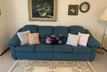 Lovely lounge room suite in excellent condition