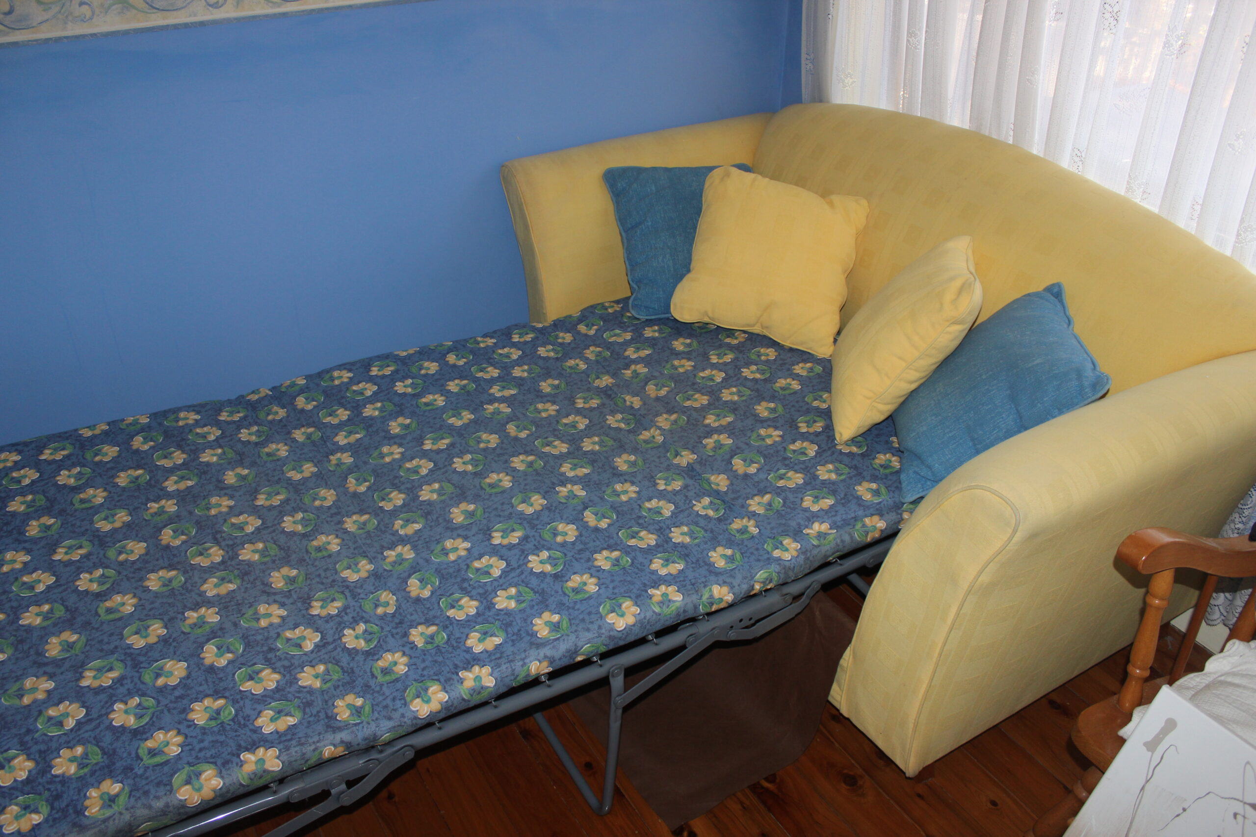 Lemon/Yellow 2 Seater Sofa bed